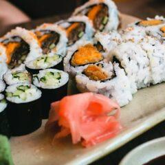 Mangia sushi e si sente male: 33enne muore dopo 5 giorni