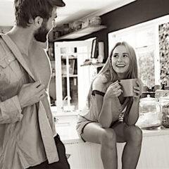 Dividersi i lavori domestici fa bene all'intimità della coppia
